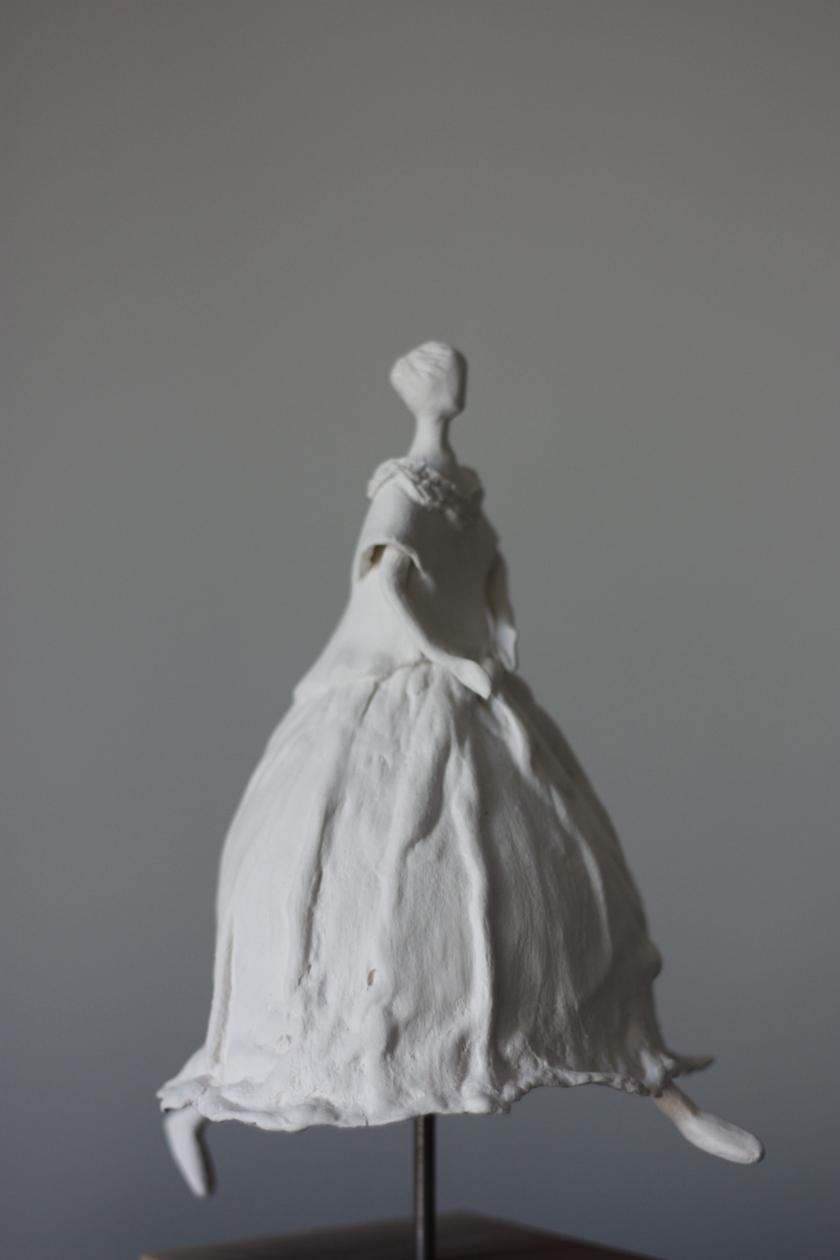 Femme Pressée-Dans un Tourbillon-25x12 cm-Porcelaine sur socle acier-VLTessier